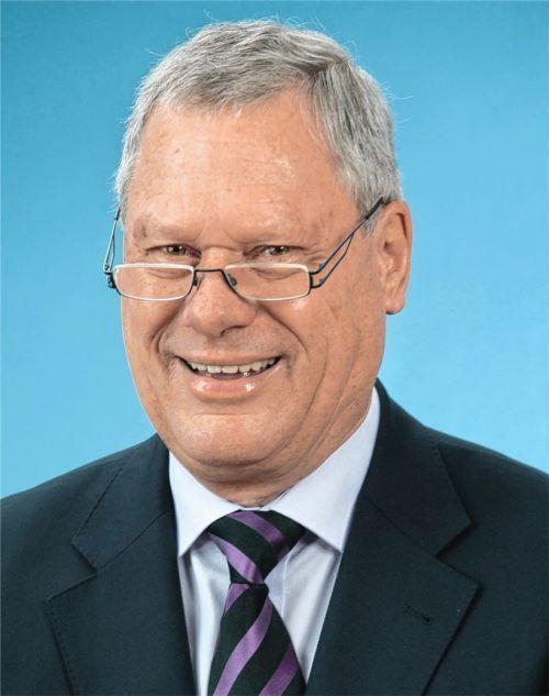 Hans-Jürgen Schuster starb im Alter von 77 Jahren. Der ehemalige Zweite Bürgermeister war in Prien für sein großes soziales Engagement bekannt und beliebt. Foto Archiv Berger