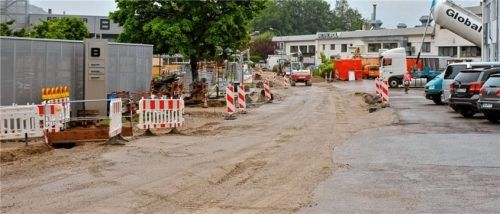 Im Bereich zwischen den Firmen MAN und Brückner ist die Hauptwasserleitung bereits verlegt.Foto Krammer