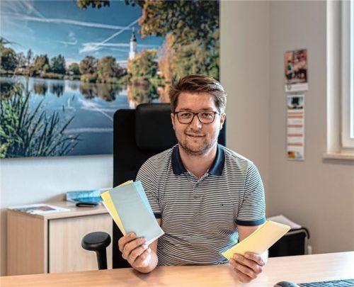 """Johannes Thusbaß in seinem Amtszimmer. Die Einarbeitungszeit hat er als """"sehr positiv"""" empfunden.Foto Thomae"""
