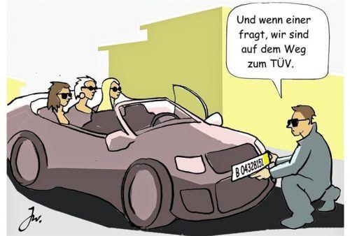 Kurzzeitkennzeichen sind nur zur Nutzung an einem Fahrzeug erlaubt. Foto ampnet/Goslar Institut