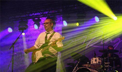 Lichtgestalt des Frohsinns: Hannes Ringlstetter zeigt bei seinen beiden Auftritten im Haberkasten-Innenhof Entertainer-Qualitäten, bezieht immer das Publikum mit ein und verbreitet eine herrliche Stimmung.Foto Enzinger