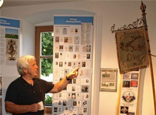 Ludwig Bürger, Schriftführer des Betreibervereins Heimatfreunde Obing, führte die Schnaitseer Besucher durch das Museum.