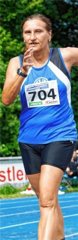 Maria Unterholzner wurde zweifache bayerische Meisterin im 5000-Meter-Bahngehen der Frauen und Seniorinnen W50. Foto Ludwig Stuffer