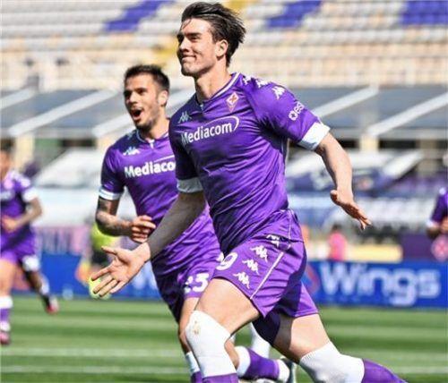 Mittelstürmer Dusan Vlahovic ist der Spieler mit dem größten Marktwert beim AC Florenz.Foto DPA/Massimo Paolone