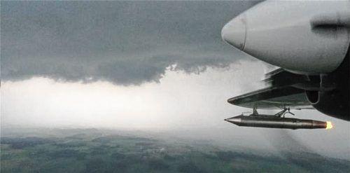 Ob der Einsatz von Hagelfliegern hilft, ist wissenschaftlich nicht erwiesen. Foto  OVB