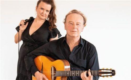 Steffi Schönlinner und Reimund Fandrey spielen Gipsy Swing. Foto RE