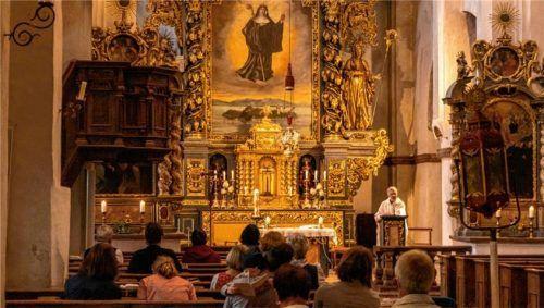 Als einen besonderen Ort beschrieb Pfarrer Martin Straßer den Pilgern der Chiemgau-Wallfahrt das Kloster Frauenwörth. Foto RE