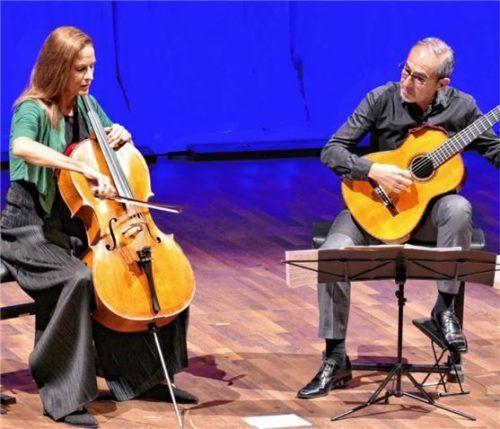Anja Lechner (Cello) und Pablo Márquez vermählten die Klänge ihrer Instrumente.Foto  Janka