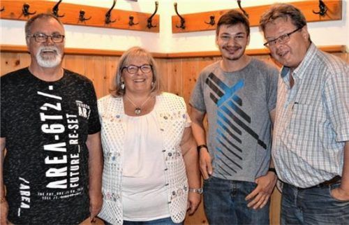 Das gewählte Schützenmeisteramt: (von links) Paul und Martina Baumgärtner, Markus Schmid und Thomas Rüdesheim. Foto Rampl