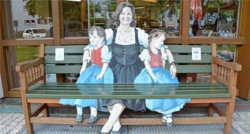 """Das Themenbankerl 164 stammt von Landtagspräsidentin Ilse Aigner: das """"Lausdirndl-Bankerl"""" Foto Koppetsch"""
