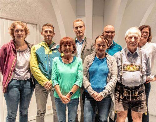 Der Vorstand der Sektion Bad Aibling des Deutschen Alpenvereins, bestehend aus (von links) Eva Wissing, Hubert Frank, Brigitte Bock, Florian Anderlik, Sylvia Klimesch, Stefan Sedlmayer, Bertl Weinhart und Ingrid Kumeth.Foto re