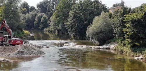 Die Arbeiten zur Sohlschwelle an der Mangfall laufen. Foto Wasserwirtschaftsamt
