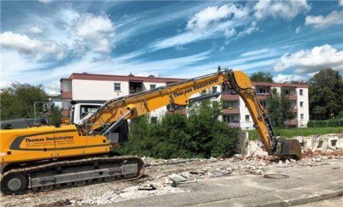 Die hässliche Geschäftszeile ist platt. Der Bau von 36 Eigentumswohnungen in der Erzgebirgsstraße kann beginnen.