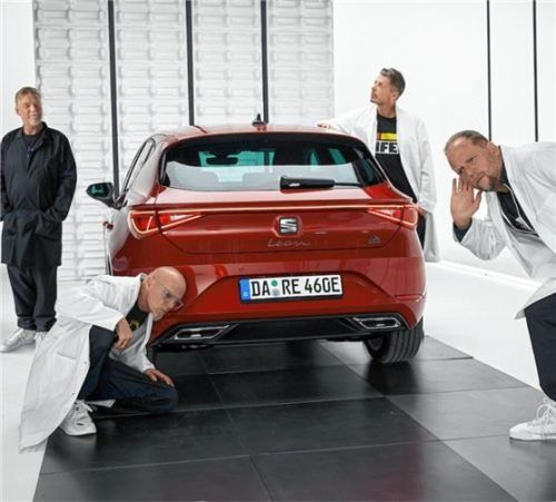 """Die Hip-Hop-Band """"Die Fantastischen Vier"""" präsentiert denSeat Leon e-Hybrid. Foto Autoren-Union Mobilität/Seat"""