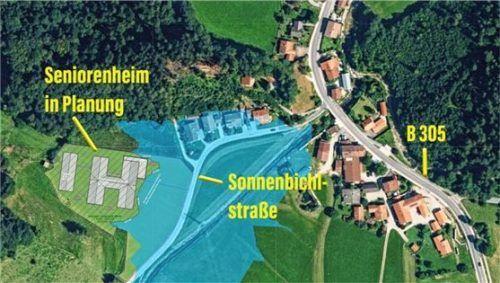 Die Lage des geplanten Heims liegt den Plänen der Bauwerber zufolge außerhalb des blau gekennzeichneten Hochwassergebiets. Foto Erl Immobiliengruppe