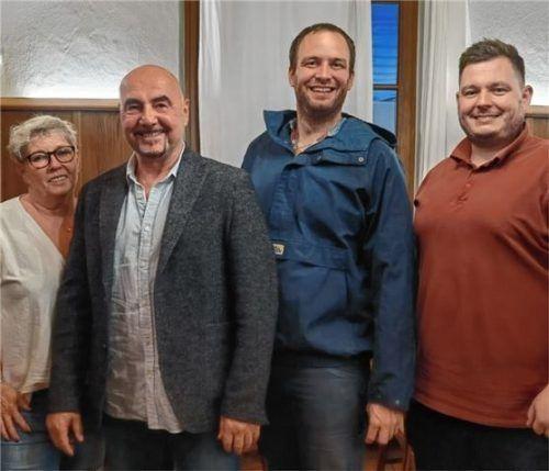 Die neuen Vorsitzenden: (von links) Stefanie Kleinschwärzer und Alfred Kleinschwärzer mit ihren Vorgängern Martin Strassberger und Sebastian Breitner. Foto re