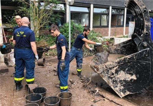 Die Rosenheimer THW-ler waren täglich über zwölf Stunden im Hochwassereinsatz.Foto re