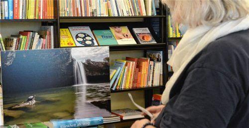 Ein Wasserfall bei Pazin in Istrien fotografiert von Daniel Klemm ist in der Panorama Buchhandlung zu finden. Foto Ammelburger