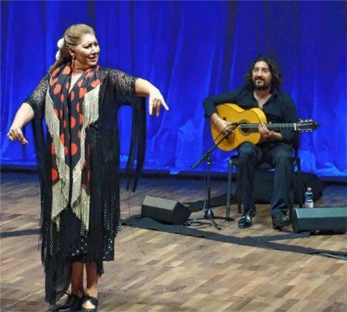 Einen eindrucksvollen tänzerischen Auftritt hatte Mara Rey. Star des Abends war ihr Bruder Antonio Rey (rechts). Foto Friedrich
