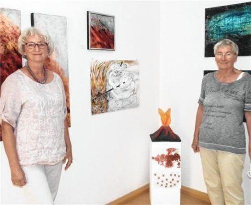 Gemeinsam in der Galerie am Marktplatz: Ingeborg Benninghoven (links) und Christa Ulmer-Thurn. Foto Riedl