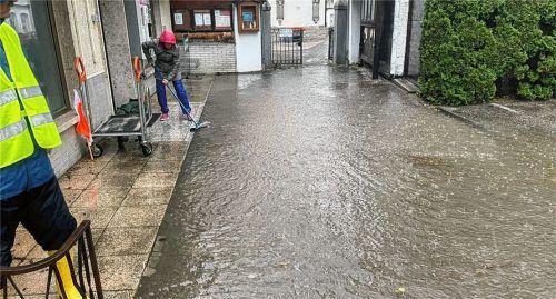 In Erlstätt stand der Ortskern nach den Regenfällen in weiten Teilen unter Wasser. Foto Hob