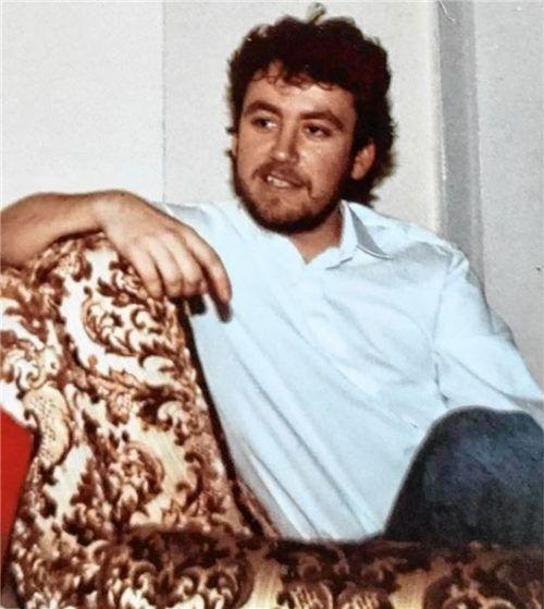 Mehr als 30 Jahre liegen zwischen diesen Bildern: Der junge Bernd Fabritius, kurz nachdem er mit seiner Familie aus Siebenbürgen nach Waldkraiburg ausgesiedelt war...Foto  privat