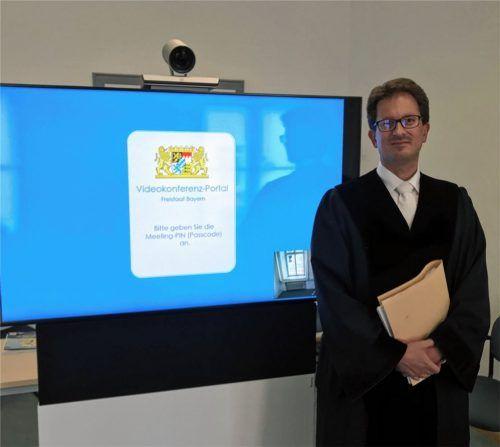 Stefan Tillmann verhandelt manche seiner Zivilprozesse per Videokonferenz. Wegen der Pandemie ist das Interesse daran laut dem Richter am Amtsgericht Rosenheim gestiegen. Foto Schöne