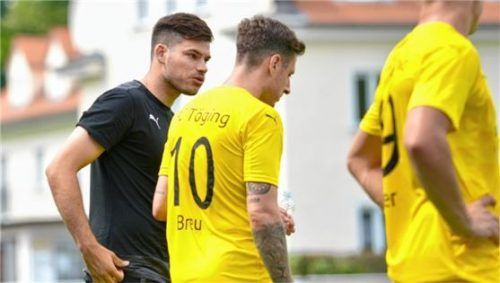 Tögings spielender Co-Trainer Stefan Denk (links) könnte nach seiner Verletzung heute gegen Grünwald endlich wieder eine Option für den Angriff sein.Foto Jörg Eschenfelder