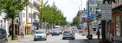 Wer auf der Rosenheimer Straße Richtung Osten unterwegs ist, für den ist hier Schluss: Der Bereich ab der Tankstelle ist gesperrt. Über die Ludwigstraße und Staatsstraße geht es nach Rosenheim. Fotos Riediger