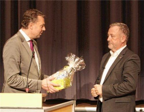 Zwei wiedergewählte stellvertretende Landesvorsitzende der UdV hier bei einer Veranstaltung in Waldkraiburg: Stephan Mayer (links) und Dr. Bernd Fabritius. Foto Fray