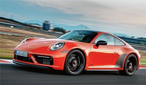 Abgedunkelte Designelemente und schwarz lackierte Felgen zeichnen den Porsche 911 GTS optisch aus. Foto Autoren-Union Mobilität/Porsche