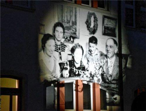 Auch das Familienporträt der Familie Block war an der Fassade der Mädchenrealschule zu sehen.