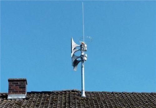 Auf dem Dach eines ehemaligen landwirtschaftlichen Anwesens wurde die Sirenenkonstruktion montiert.