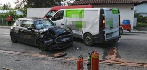 Auf der Graslitzer Straße in Waldkraiburg kam es zu einer Kollision zwischen Mini Cooper und Renault. Foto fib/KS