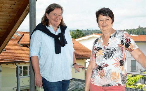Bei der VHS Prien wechselt nach elf Jahren die Geschäftsführung: Elisabeth Girg (rechts) übergibt den Staffelstab an Christine Schumacher-Inverardi.Foto Berger