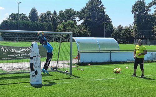 Beim Training mit Holger Fritz wuchsen die jungen Torhüter über sich hinaus. Foto re