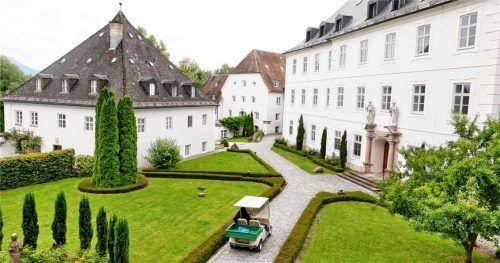 Blick auf den Innenhof von Kloster Frauenchiemsee. Über 1200 Jahre leben Frauen in dem Kloster nach der Regel des heiligen Benedikt. Foto Hötzelsperger