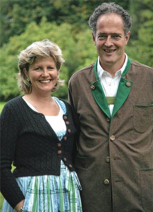 Christina Prinzessin von Lobkowicz und Dr. Erich Prinz von Lobkowicz sehen im Katholischen Männerverein Tuntenhausen auch im 152. Jahr seines Bestehens einen wichtigen Interessenvertreter der Landbevölkerung. Foto  Archiv