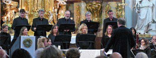 """Das """"Cantate-Ensemble"""", das """"Marini-Consort"""" und das """"Salzburg Oktett"""" spielten und sangen Musik von Haydn und Mozart. Foto Janka"""