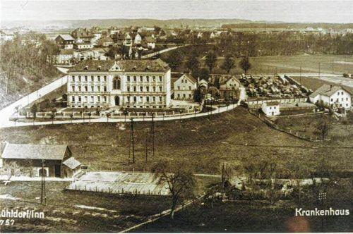 Das Mühldorfer Krankenhaus hat schon viele und auch manch seltsame Geburt erlebt. Foto  Stadtarchiv