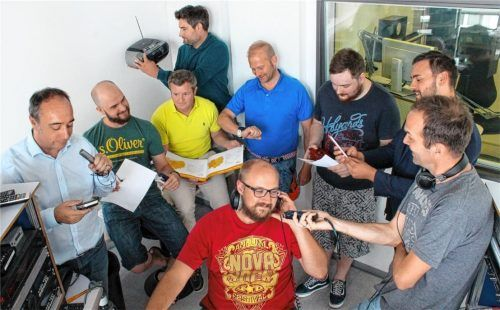 """Dem Team von Radio Galaxy Rosenheim lauschen im Sendegebiet der UKW-Frequenz 106.6 rund 80000 Menschen regelmäßig – von der Galaxy-Morgenshow mit dem """"Thorsten"""" alias Thorsten Kalteiß bis zu den """"Galaxy-Top20"""" am Freitagabend mit David Dean. Und künftig werden es wohl noch mehr werden. Foto re"""