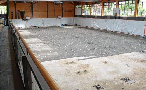 Der Hallenboden in der Mehrzweckhalle ist bereits herausgerissen. Foto Ammelburger