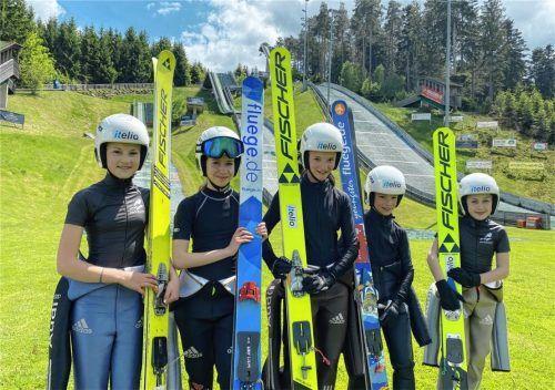 Der Nachwuchs des WSV Kiefersfelden ließ sich die Freude am Sport nicht nehmen: (von links) Lisa Feicht, Sara Johannsen, Johanna Obermair, Anian Obermair und Leonhard Berninger. Foto Moser