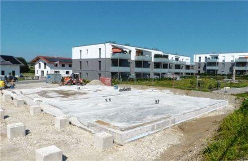 Der Soziale Wohnungsbau in Eiselfing schreitet zur Freude des Gemeinderats zügig voran.Foto Burlefinger