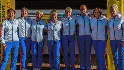 Die Damen 50 des SV Helfendorf (von links) mit Katharina Kirchberger, Maria Lechner, Jutta Delfin, Martina Bruglachner, Christine Klier, Beate Hitzler, Mannschaftsführerin Brigitte Breitenfellner und Julia Schwarz.