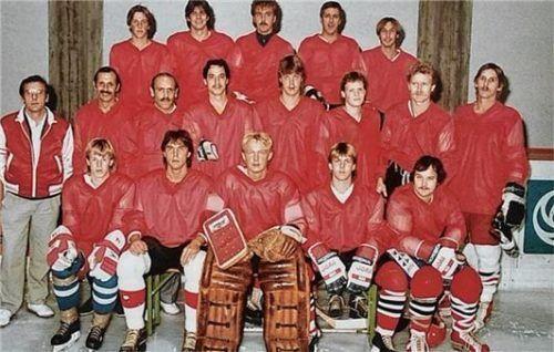 Die erste erfolgreiche Landesliga-Mannschaft der Aibdogs in der Saison 1984/85 um Coach Leech (links mit Hose)
