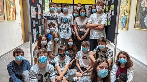 Die Schüler der Klasse 8bM zeigen in einer einfallsreichen Sammlung neben den Schwierigkeiten während der Pandemie-Unterrichtszeit auch ihre Bewältigungsstrategien und witzige Alltagspannen. Foto Auer