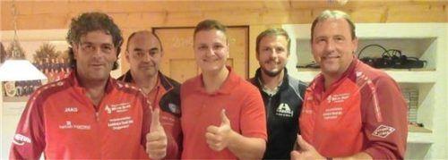 Die Turniersieger von EBRA Aiterhofen: (von links) Fabian Greil, Alfons Stahl, Bernd Guggenberger, Vorsitzender Franz Straßer und Hans Peter Willnegger.Foto  Huber