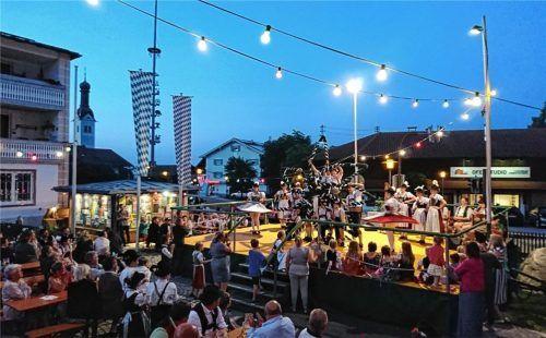 Ein Bild aus früheren Tagen: Das Dorffest, ausgerichtet von den Trachtlern des GETV Ludwigshöhe, war mit rund 500 Gästen stets gut besucht. Heuer erreichte die Veranstaltung nach der zweijährigen Pause fast wieder diese Zahl .Foto re