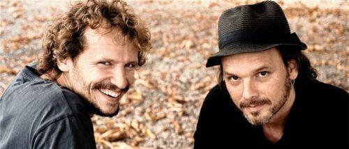 Eine gemeinsame Leidenschaft für Gedichte haben der Regisseur Marcus H. Rosenmüller (links) und der Filmkomponist Gerd Baumann. Foto RE